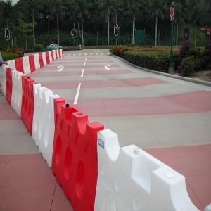 北京滚塑路障